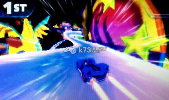 對于索尼克全明星賽車變形這款游戲,可能很多玩家都在關注,而小編今天給大家帶來的是索尼克全明星賽車變形這款游戲的詳細評測,主要是和馬車系列做一個詳細的對比分析。一起來看看。 他。是一只藍色的刺猬——索尼克。是世嘉公司一直以來的吉祥物,以跑步速度飛快猶如音速般而得名音速小子……你跑步那么厲害開什么賽車啊……!