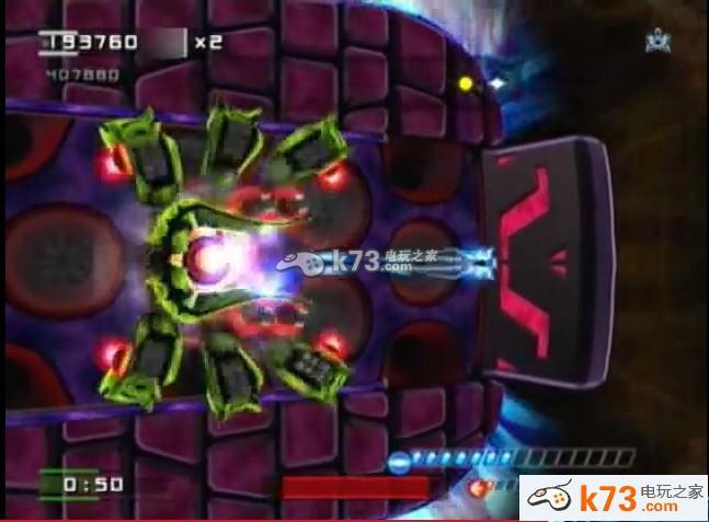 《太空行者》是ps3上的一款比较短小的简单游戏,流程比较短,主要还是为了白金奖杯的获得,可以说是白金神作,目前可以注册ps+日服会员下载去玩,下面小编给大家介绍一下白金攻略。 游戏介绍:该游戏为3D战机通关游戏,玩家操纵飞机在一长方体地图上左右翻飞击败所有敌人就会通关进入下一关。飞机只能左右移动,并发射单线程子弹。3D体现在地图的曲度上,弯曲的部分地图有时会减少子弹的射程。本游戏像极了ps4的光电战机,段时间上手之后会很有爽快感,拿奖杯期间不会枯燥。但该游戏年代久远(08年),自然有些设计不甚合理,特别表