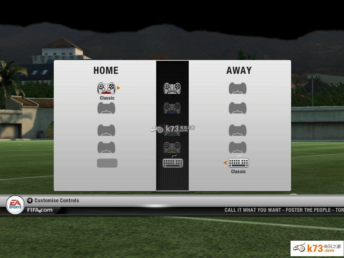 《FIFA12》这款游戏是一款足球类的体育游戏。玩家众多,相信有的玩家们会用手柄来操作,同样的也会有键盘操作。小编今天给大家带来的就是FIFA12按键设置图文教程。 第一步 进入游戏  选择队伍  选择 操作方式  开始前 选项 选择最后一个  详细设置  这个时候手柄 按 L2 键盘按Ctrl 进入相应的选择界面 手柄  键盘  下面说下 手柄的设置 按住4前面显示的2按键 我的是罗技刀锋战斧 xbox 360的会显示相应的按键 按下 然后上下移动 根据自己的喜好设置 进攻设置完了 设置防守 在按下 手
